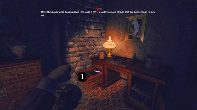 Un poco más lejos, se entra en una habitación grande, con el primer gramófono y un piano - The Residence - Part One   Collectibles - Collectibles - Amnesia: Una máquina para los cerdos