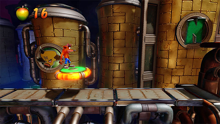 When you start the level you must go right and immediately focus on jumping on the platform presented in the picture - Spaced Out | Crash Bandicoot 2 | Levels - Crash Bandicoot 2 - High-Tech Warp Room - Crash Bandicoot N. Sane Trilogy Game Guide