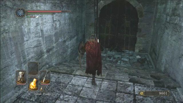 Suba a escada.  - The Lost Bastille - Interior - Detonado - Dark Souls II - Guia do Jogo e Passo a passo