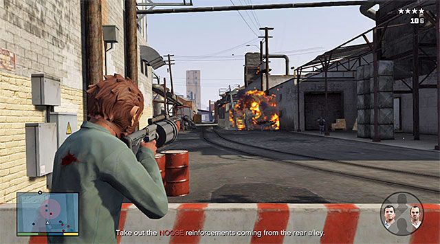 While playing as Franklin it is best to keep an eye on the side alley shown in the screenshot, where new enemies will, quite quickly, start to appear - 41: Blitz Play #2 - Main missions - Grand Theft Auto V Game Guide