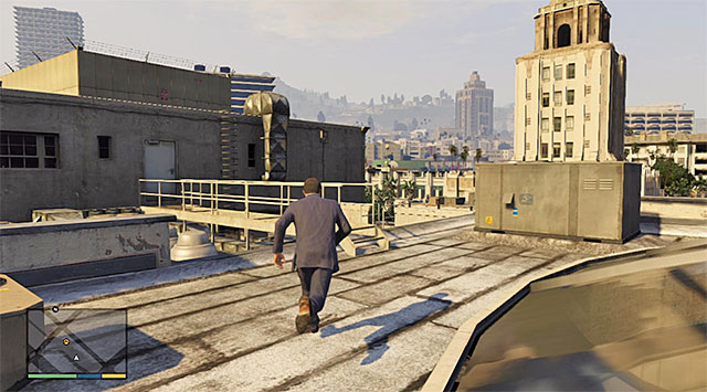 You need to reach the opposite end of the roof - 11: Casing the Jewel Store - Main missions - Grand Theft Auto V Game Guide