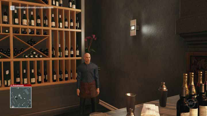 A waiter can blend into environment mostly by the bar, which he can start wiping out with a rag. - Disguises | Bangkok - Bangkok: Club 27 - Hitman Game Guide