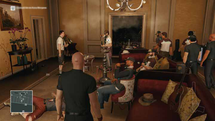 Wait until the man with the letter goes to the restroom - everyone else will leave the room then. - Murdering Ken Morgan | Bangkok - Bangkok: Club 27 - Hitman Game Guide