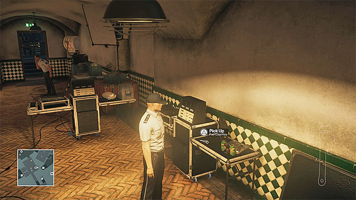 Examine the vicinity of the toilets - Disguises and important items | Sapienza: The Icon - Summer Episode - Sapienza: The Icon - Hitman Game Guide