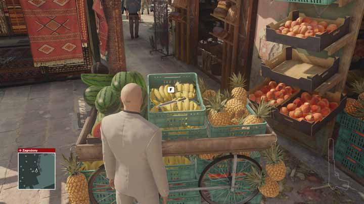 You will find many useful items scattered between booths on the market. - Important items | Marrakesh - Marrakesh: A Gilded Cage - Hitman Game Guide