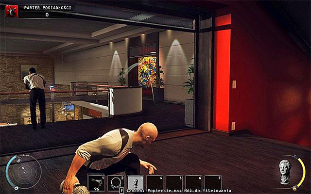 توجه داشته باشید یک محافظ تنها نگهبانی بالکن عمارت بالغ - عمارت طبقه طبقه - 1: قرارداد شخصی - هیتمن: Absolution - راهنمای بازی و Walkthrough