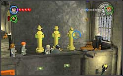 Lee Jordan: In the upper part of the room, passing by the Transfiguration Classroom, use magic on the three gold statues - Bonuses - Hogwarts - Walkthrough - LEGO Harry Potter: Years 1-4 - Game Guide and Walkthrough