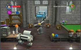 Press the buttons on the TV on the right and use magic on the screen itself #1 - Bonuses - Hogwarts - Walkthrough - LEGO Harry Potter: Years 1-4 - Game Guide and Walkthrough