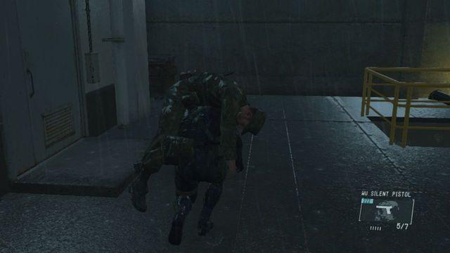 O guarda perto das escadas - Extraindo Paz - Passo a passo - Metal Gear Solid V: Zeros terra - Guia do Jogo e Passo a passo