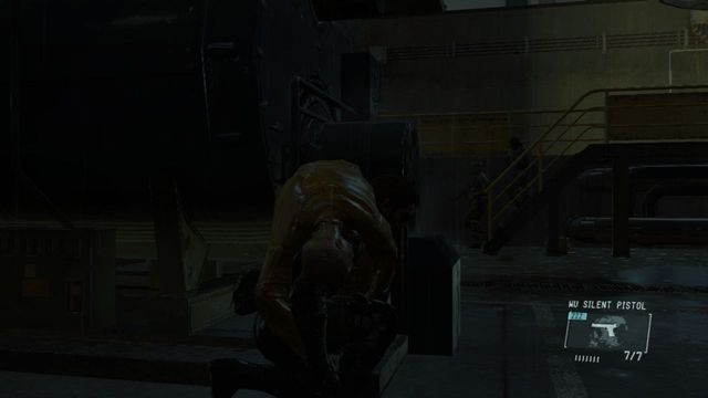 Cuidado com os dois guardas descendo as escadas - Extraindo Paz - Passo a passo - Metal Gear Solid: V Zeroes terra - Guia do Jogo e Passo a passo