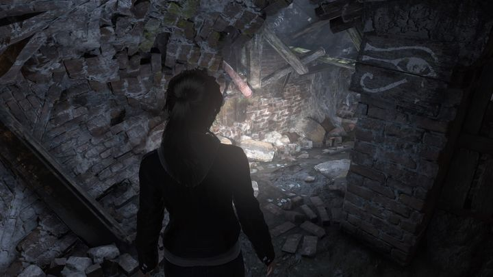 Further path leads through the short corridor filled with broken pieces of the base of the building. - The road to the library | Blood Ties DLC Walkthrough - Walkthrough | Blood Ties DLC - Rise of the Tomb Raider Game Guide & Walkthrough