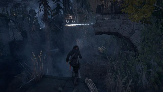 Climb over the wall, using rope and hook - Scale the Cathedral to find the entrance | Silent Night - Silent Night - Rise of the Tomb Raider Game Guide & Walkthrough
