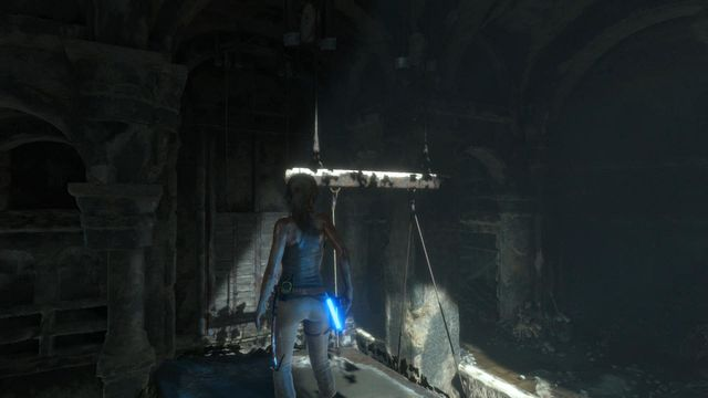 Once you stand on the pillar, notice that above the counterweight a board partially painted in white is hanging - Climb to the top of the main chamber of the tomb | Syria - Lost tomb - Syria - Lost tomb - Rise of the Tomb Raider Game Guide & Walkthrough
