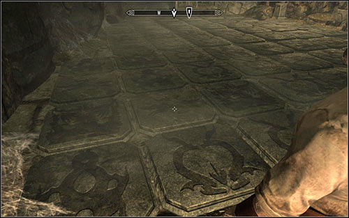You can continue onwards, eventually reaching a room with pressure plates - Heading to Alduins Wall | Alduins Wall - Alduins Wall - The Elder Scrolls V: Skyrim Game Guide