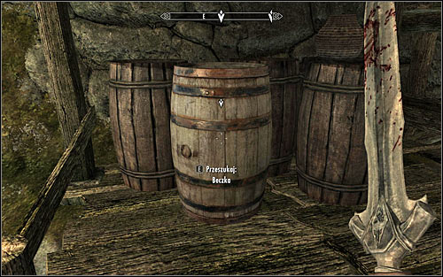 In accordance with the received hint, it would be good to examine the barrel marked by the game (screen above), hiding a minor health potion, minor stamina potion and minor magic potion - Getting through the Keep with Ralof | Unbound - Unbound - The Elder Scrolls V: Skyrim Game Guide